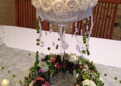 Le centre de table, couronne de fleurs