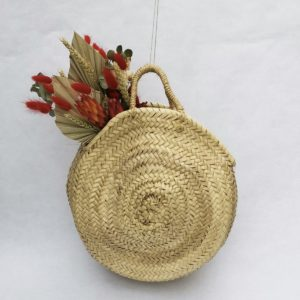 fleurs séchées dans panier en osier