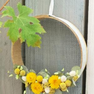 fleurs séchées sur tambourin