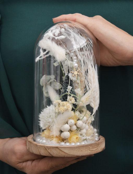 cloche de fleurs séchées blanc