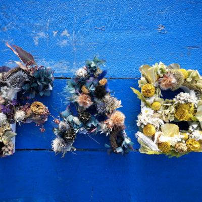 lettres en fleurs séchées
