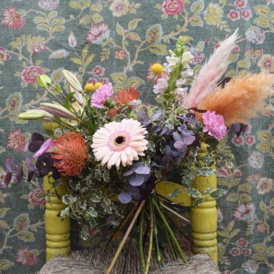 Bouquet de fleurs fraîches saumon et orange